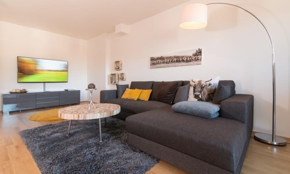 Ferienwohnung Staufner Domizil Oberstaufen - Wohnzimmer mit Ambilight Fernseher
