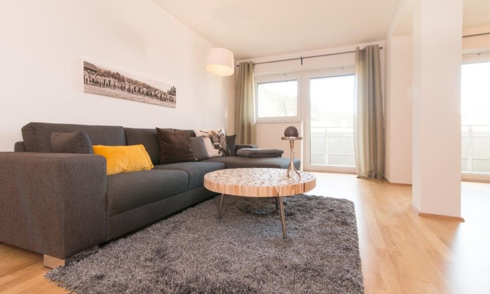 Ferienwohnung Staufner Domizil Oberstaufen - Wohnzimmer mit gemütlicher Couch